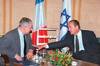 Bien que considéré comme pro-arabe par une grande majorité des Israéliens, l'ancien président s'est largement impliqué dans le processus de paix avec les Palestiniens.
