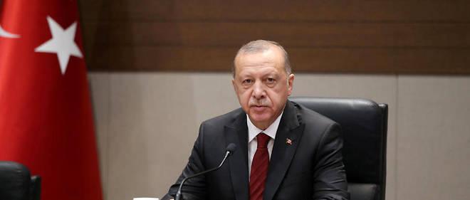 Malgre le retablissement des sanctions americaines contre l'Iran, Recep Tayyip Erdogan souhaite que la Turquie achete du gaz naturel et du petrole a l'Iran.