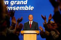 Le président Jacques Chirac s'apprête à prononcer son discours, le 05 mai 2002 à son QG de campagne à Paris, à l'issue des résultats du second tour de l'élection présidentielle.