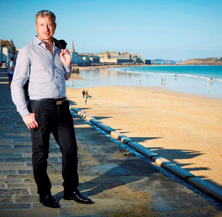 Vent du large. Cap vers Saint-Malo pour Yannick Busson et sa famille, qui ont quitté leur 3-pièces en location de 60m2 dans le11earrondissement de Paris pour une maisonmalouine de 6chambres à50mètres de la mer.