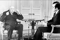 Charles de Gaulle donne un entretien a Michel Droit a l'Elysee le 7 juin 1968.