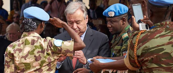 Le secretaire general de l'ONU Antonio Guterres sur le terrain au Mali.