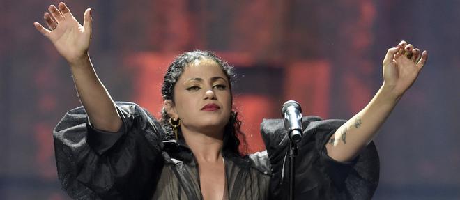 Emel Mathlouthi en concert à Oslo en décembre 2015 lors de la remise du prix Nobel de la paix.