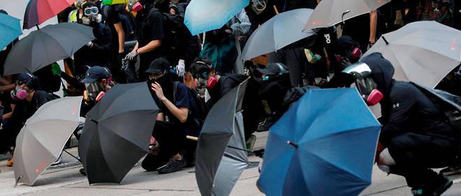 """Le 29 septembre, la """"marche globale contre l'autoritarisme"""" dégénère dans le centre de Hongkong."""