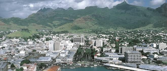 Le secteur des services financiers est la première activité de l'île,qui attire des milliers de fonds d'investissements, banques et sociétés offshore.