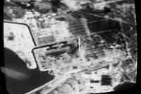 Image transmise par la télévision française d'une vue prise par un satellite américain, le 30 avril 1986, de la région autour de la centrale nucléaire de Tchernobyl, après l'explosion du réacteur n°4, le 26 avril 1986.
