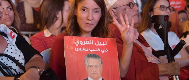 Son mari Nabil Karoui en prison, Salwa Smaoui et les partisans du finaliste de la présidentielle tunisienne font quand même campagne.