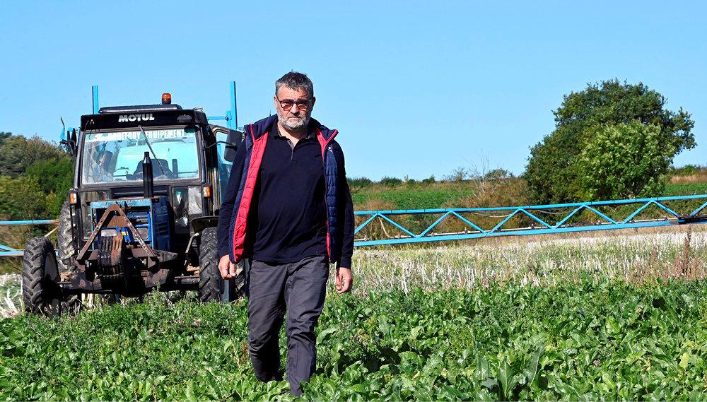Engagé. Hubert Compère surson exploitation deMesbrecourt-Richecourt, dans l'Aisne, le19septembre. Il a réduit de 40% l'usage des pesticides.