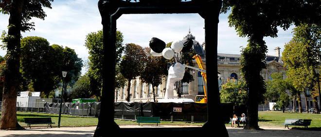 """Les """"Tulips"""" de Jeff Koons devant le Petit Palais à Paris."""