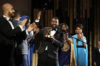 Le réalisateur soudanais Amjad Abu al-Illa exulte avec ses acteurs après avoir été distingué de la Golden Star pour son film «You Will Die at Twenty».