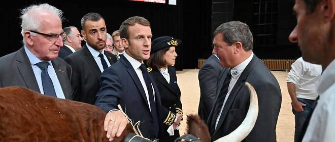 Emmanuel Macron a tenté de répondre à la colère des agriculteurs présents au Sommet de l'élevage.