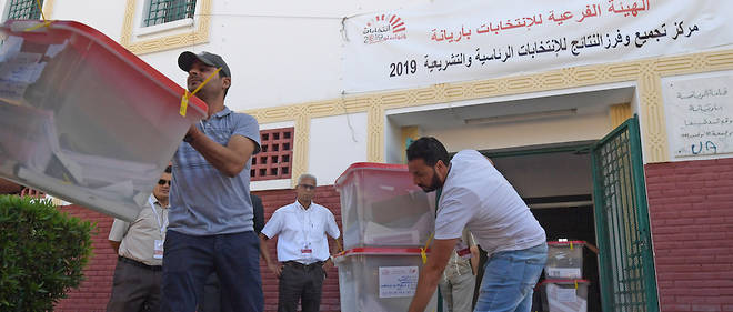 Plus de 15 000 candidats répartis sur 1 500 listes briguent les 217 sièges de l'ARP, l'Assemblée des représentants du peuple.