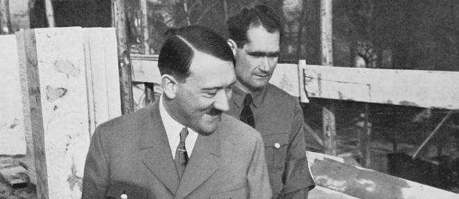 Rudolf Hess (au second plan) etait l'un des plus proches collaborateurs d'Adolf Hitler