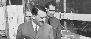 Rudolf Hess (au second plan) était l'un des plus proches collaborateurs d'Adolf Hitler