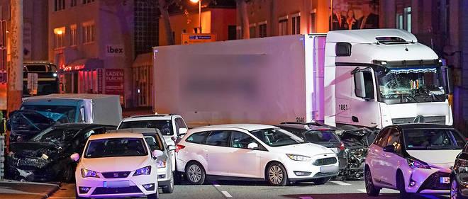 Le bilan était alors d'une dizaine de blessés. Certains ont dû être transporté à l'hôpital. Lui-même touché dans l'accident, le suspect a été interpellé puis soigné.