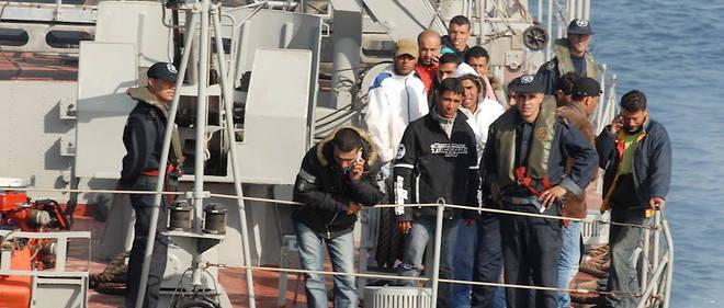 Avec l'augmentation du nombre de candidats à l'émigration clandestine, la classe politique algérienne est appelée à s'interroger sur la situation qui prévaut huit mois après le début du hirak.