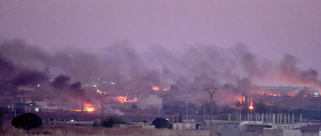 La ville de Ras al-Ain dans le nord de la Syrie bombardée par l'armée turque le 9 octobre, au début de l'offensive militaire turque visant les milices kurdes qui contrôlent la région.