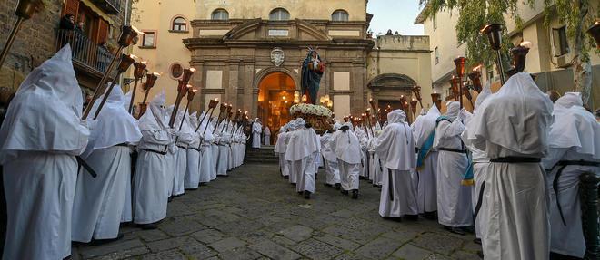 Procession de Paques a Sorrente, pres de Naples, le 19 avril 2019.