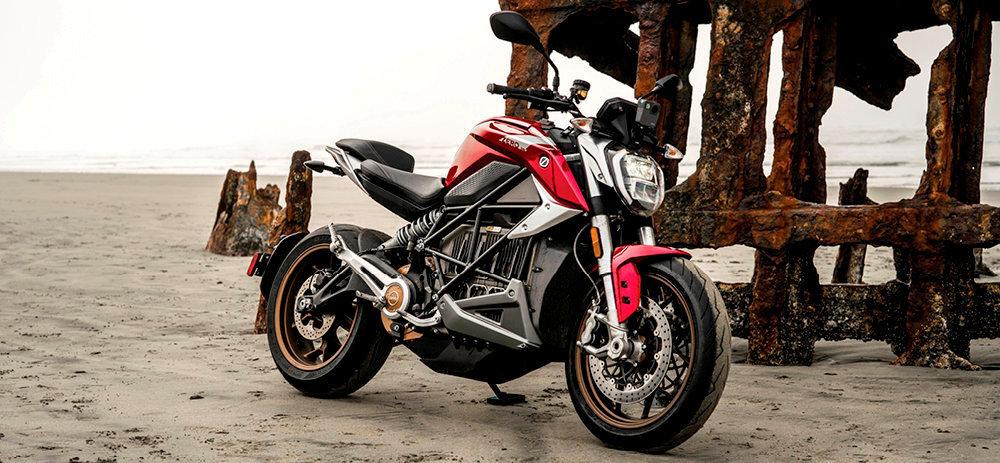 Quinze ans après son premier modèle électrique, le californien Zero Motorcycles lance la SR/F, au gabarit sculptural.