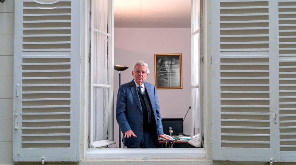 Vigie. Jean-Pierre Chevènement, dans les locaux parisiens de la Fondation Res Publica, le8octobre. Derrière lui, un portrait de Georges Clemenceau.