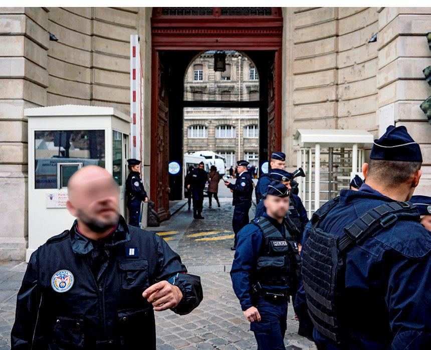 Stupeur. Ce jeudi 3octobre, quatre fonctionnaires de la préfecture de police de Paris viennent d'être tués par un de leurs collègues, un informaticien habilité secret-défense.