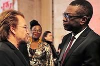 <p>De nombreuses personnalités du monde artistique ont fait le déplacement de Lyon pour le Fonds mondial de lutte contre le sida, la tuberculose et le paludisme : ici, Bono et Youssou N'Dour le 9 octobre 2019.</p>