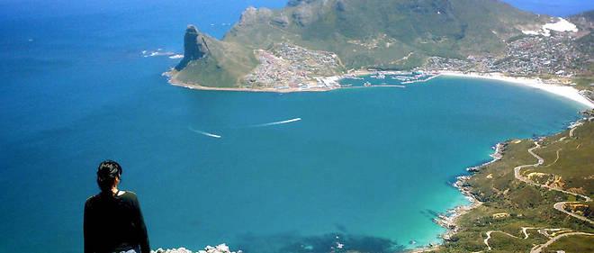 Parmi les sites emblématiques du continent, celui de Capetown, en Afrique du Sud, dont on voit ici une partie autour de Hout Bay.