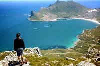 Parmi les sites emblematiques du continent, celui de Capetown, en Afrique du Sud, dont on voit ici une partie autour de Hout Bay.