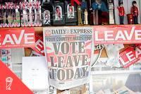 <p>Les unes des journaux le jour du référendum.</p>