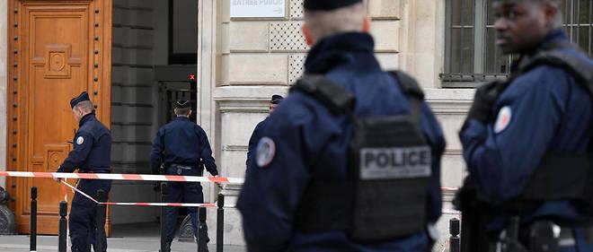 Dans une note du préfet datée du 7 octobre dernier, Didier Lallement invite les directeurs de service « à signaler immédiatement à [leur] hiérarchie les signes d'une possible radicalisation d'un agent ».