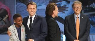 Le président Macron avec le chanteur Bono, le milliardaire Bill Gates et la Burundaise Amanda Dushime. Le témoignage de cette dernière a mis les participants devant leurs responsabilités.