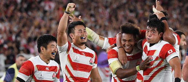 Les Japonais ont réalisé la meilleure performance de l'histoire du rugby nippon en assurant leur qualification pour les quarts de finale de la Coupe du monde 2019 grâce à leur victoire face à l'Écosse (28-21).