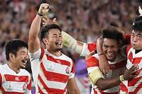<p>Les Japonais ont réalisé la meilleure performance de l'histoire du rugby nippon en assurant leur qualification pour les quarts de finale de la Coupe du monde 2019 grâce à leur victoire face à l'Écosse (28-21).</p>