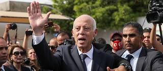 Alors qu'il n'a pas réclamé le soutien du parti islamiste Ennahdha, Kaïs Saïed n'a pas manqué de bénéficier du vote des électeurs de ce parti, entre autres citoyens qui ont appuyé le dégagisme dont les partis traditionnels ont été les victimes.