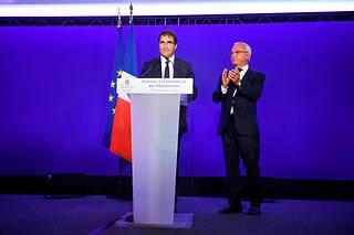Le chef de file des députés LR, qui faisait figure de favori, l'a emporté au premier tour face au député souverainiste du Vaucluse Julien Aubert.