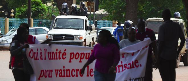 Plusieurs organisations de la societe civile se sont rassemblees a la Bourse du travail de Ouagadougou pour denoncer la presence de forces etrangeres en Afrique...