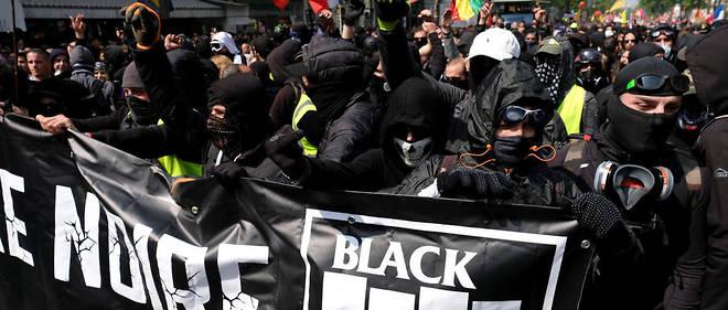 Le black bloc en tête du cortège le 1er mai 2019 à Paris.