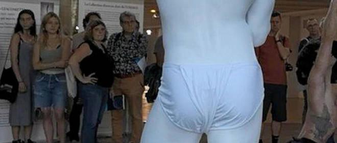 Lors des Journées du patrimoine 2019, l'artiste plasticien Stéphane Simon était invité par l'Unesco à exposer plusieurs de ses statues, dont le sexe a été caché sans prévenir l'artiste.