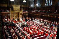 La reine Elizabeth II devant les deux chambres réunies pour le discours du trône.