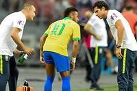 <p>Neymar était sorti sur blessure face au Nigeria.</p>