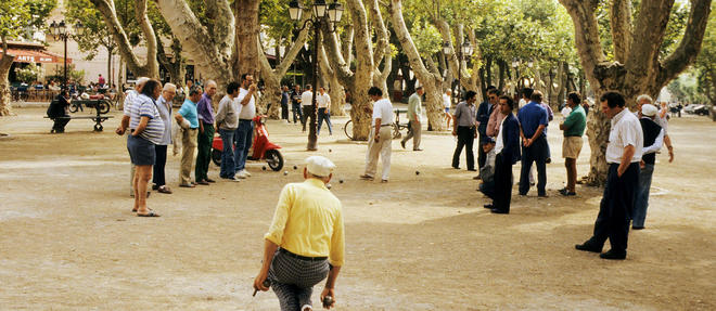 Place des Lices à Saint-Tropez.