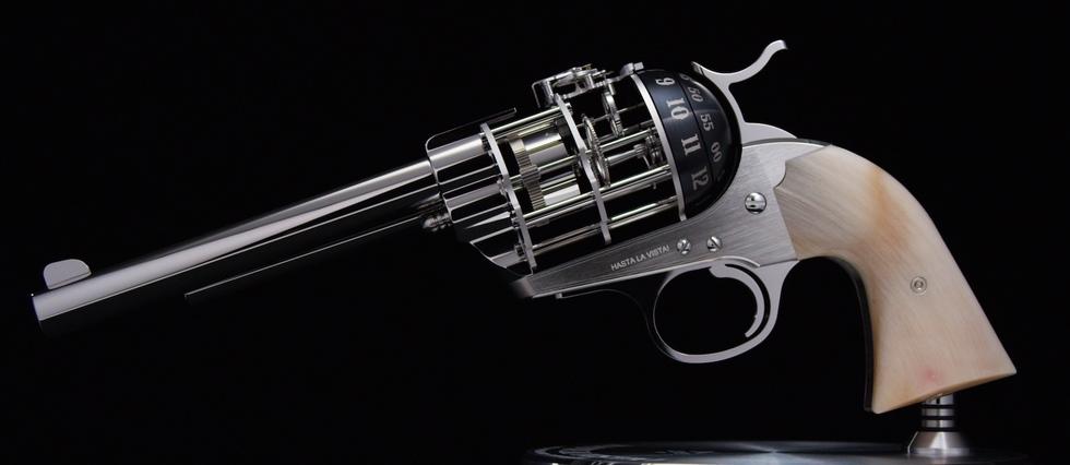 <p>C'est la crosse, réalisée dans différentes matières, qui rend unique chacun des 50exemplaires du revolver-pendule «Hasta La Vista!» signé L'Épée1839 et The Unnamed Society.</p> <p></p>
