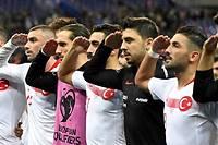 <p>Les joueurs turcs avaient déjà fait le salut militaire contre l'Albanie, vendredi.</p>