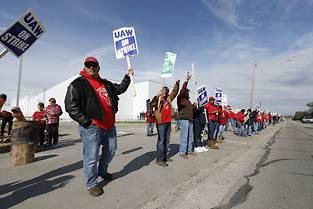 Piquet de greve devant l'usine GM de moteurs de Flint, Michigan