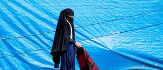 Ces femmes auraient vu leurs tentes en feu et se seraient retrouvées dans le désert avec de très jeunes enfants.