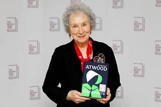 Margaret Atwood a reçu le Booker Prize 2019 pour « Les Testaments ».