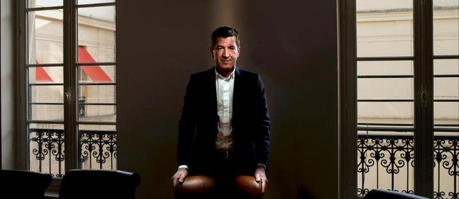 Clair-obscur.  Matthieu Pigasse, directeur général de Lazard en France, ausiège de la banque, boulevard Haussmann, àParis, le 14octobre.
