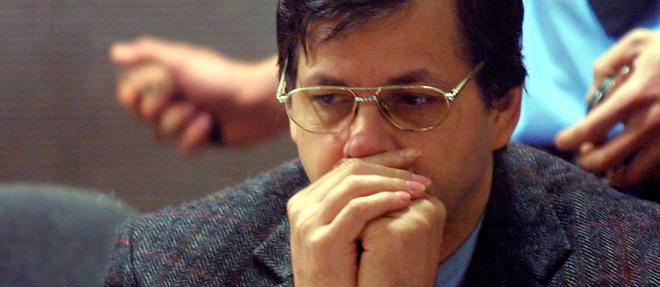 Marc Dutroux dans le box des accusés, pendant son procès en 2004.