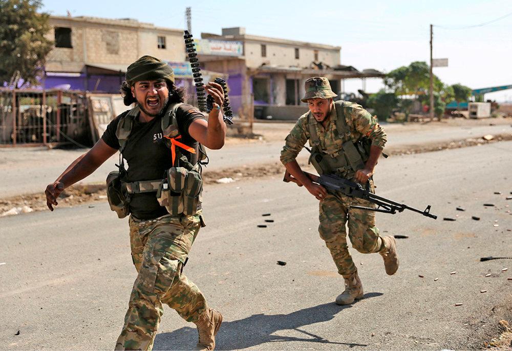 A l'assaut! Ras al-Aïn (Syrie), le 14octobre. Des milliers de mercenaires islamistes syriens se sont joints à l'offensive armée des forces turques dans l'enclave kurde du nord-est de la Syrie.