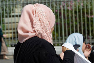 Une mère de famille lors d'une manifestation à Montpellier.